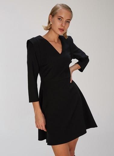 People By Fabrika Omuz Detaylı Elbise Siyah